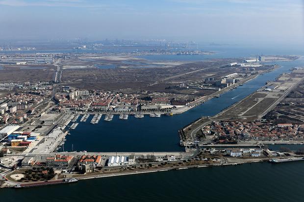 Port port saint louis du rhne toutes les informations sur le port - Navy service port st louis du rhone ...