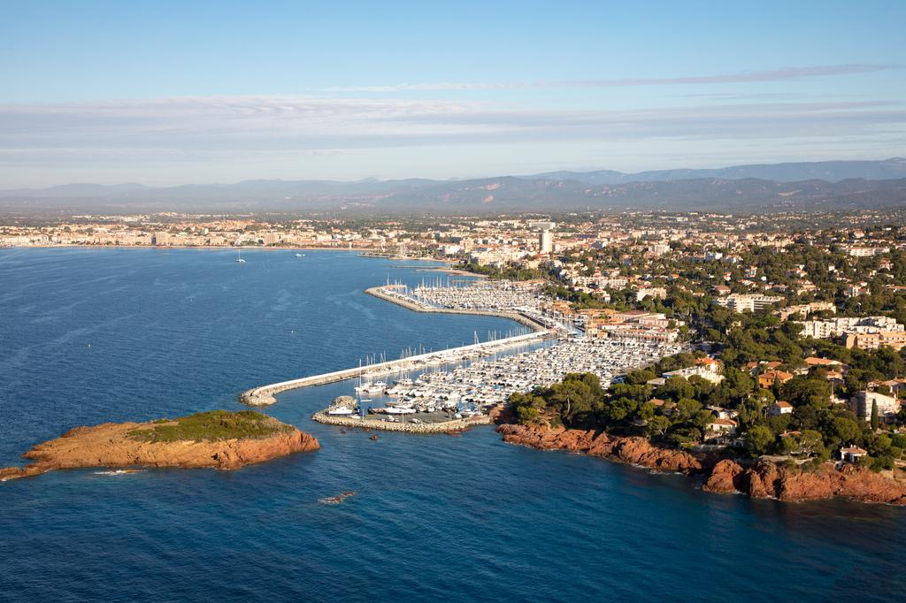Port saint rapha l santa lucia toutes les informations sur le port - Restaurants port santa lucia saint raphael ...