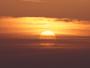 Soleil blafard et ciel devenant mena�ant au large de Marseille !