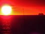 Chaud coucher de soleil pour ce bateau de croisi�re au large des Calanques de Cassis !