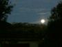 Pleine lune sur le vieux village