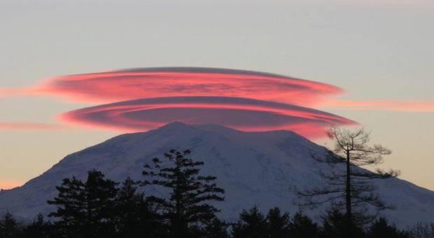 actualit 233 m 233 t 233 o spectaculaire nuage lenticulaire au mont rainier la cha 238 ne m 233 t 233 o