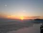 Coucher de soleil sur mer de nuages