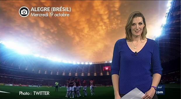 Vidéo Spectaculaire ciel de feu dans un stade brésilien