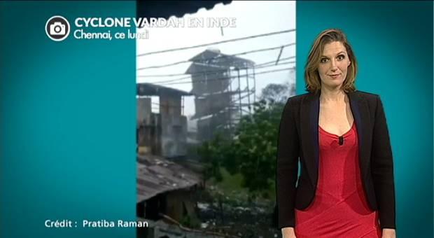 Vidéo Inde : bus et voitures renversés par le cyclone Vardah